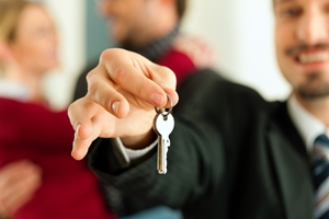 Self-storage offers a number of benefits when signing a lease.